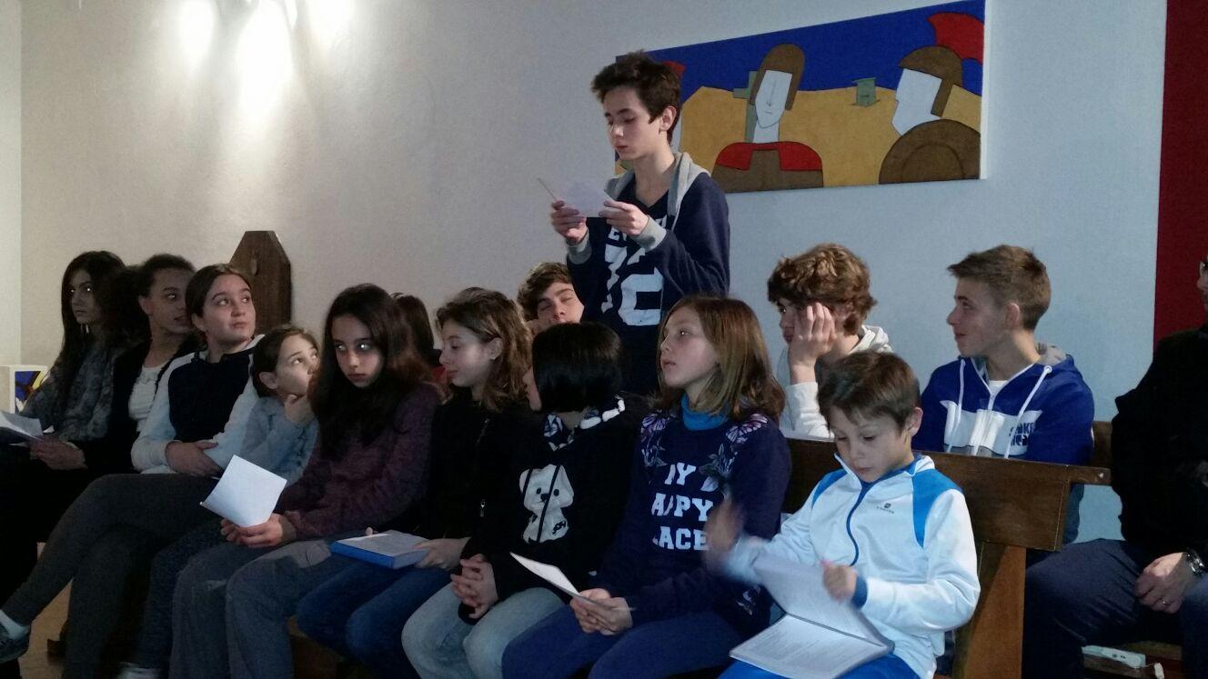 Momento di preghiera con i ragazzi del catechsimo