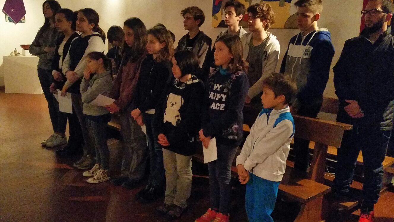 momento di preghiera con i ragazzi della comunità