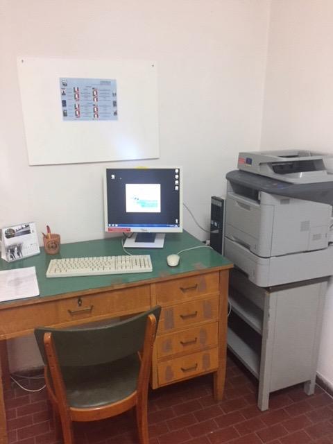 postazione pc e stampante biblioteca